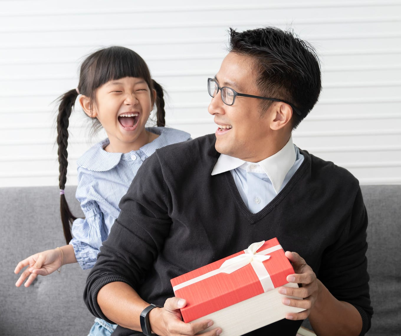 eCommerce Order Fulfillment - Happy family after delivery